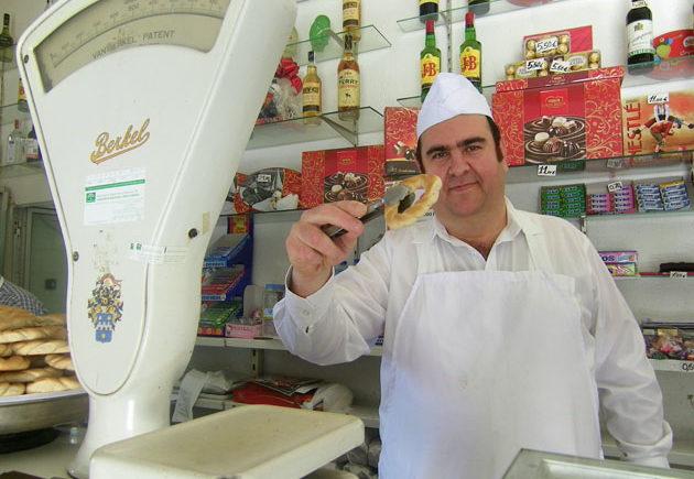 José-Antonio-Velázquez-dependiente-pastelería-La-Victoria