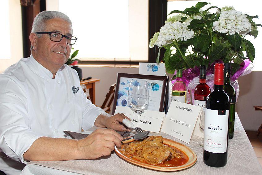 Juan María, con el plato de atún