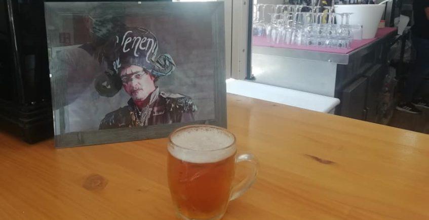 Abre en Rota una cervecería dedicada a Juan Carlos Aragón