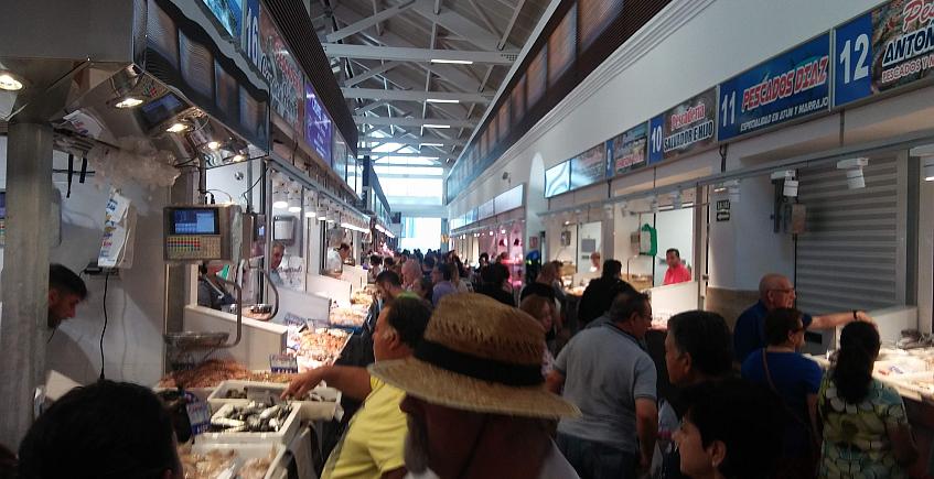 Ambiente en el interior del mercado.