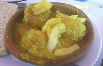 Las albóndigas en salsa de almendras del bar Cristina