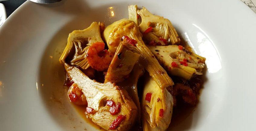 Las alcachofas con langostinos de Antonio Bar y Restaurante