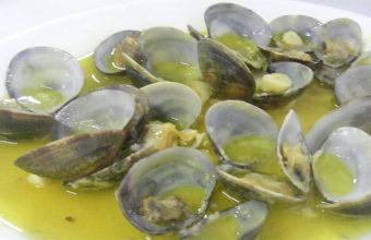 Las almejas a la marinera del restaurante de la Asociación de Pescadores Caño Chanarro