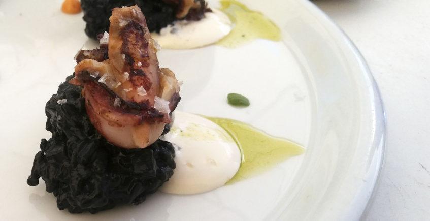 Las castañitas con arroz negro de Show de Tapas Medina