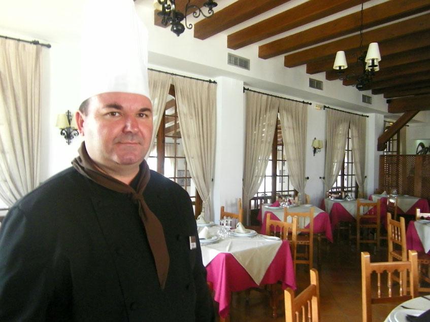 El cocinero Antonio Moreno, autor de esta receta. Foto: Cosasdecome