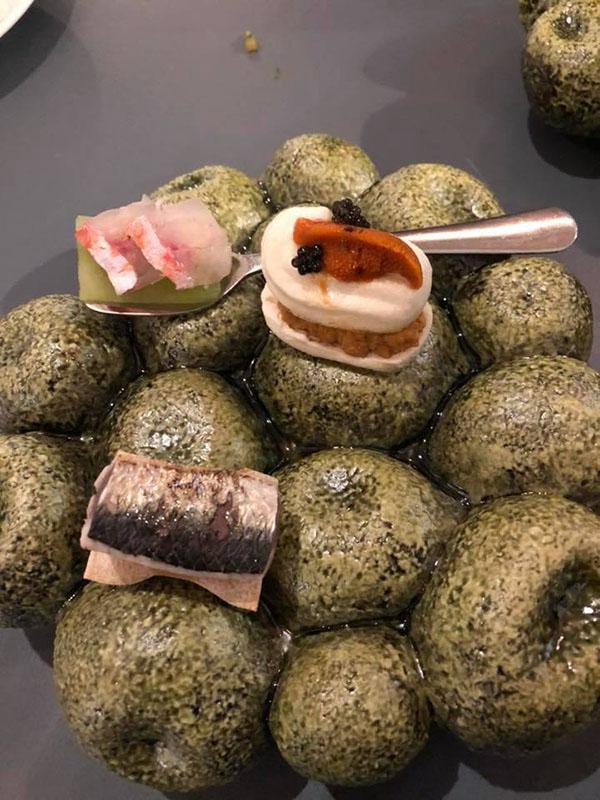 Uno de los platos del menú degustación de Aponiente de 2018. La foto es del tapatólogo Antonio Colsa.