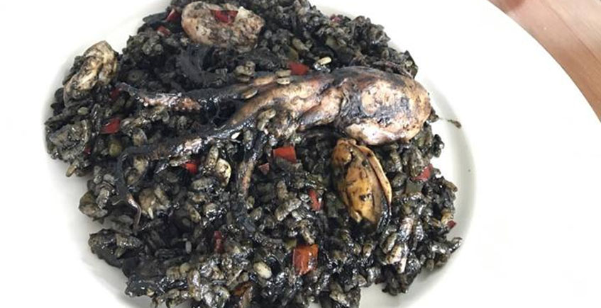 El arroz negro con pulpo y vieiras del Veranillo de Santa Ana