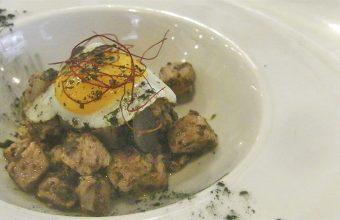 Los taquitos de ventresca, con huevo y trufa de La Marmita