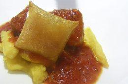 El atún en tomate con yema de huevo del restaurante El Campero