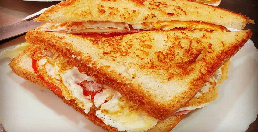 El sandwich de pollo del Bar El Centro