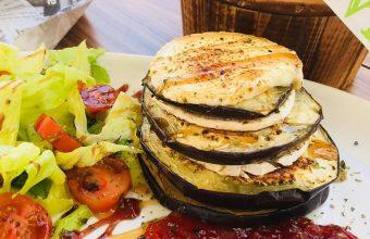 El milhojas de berenjenas y queso de El Alambique