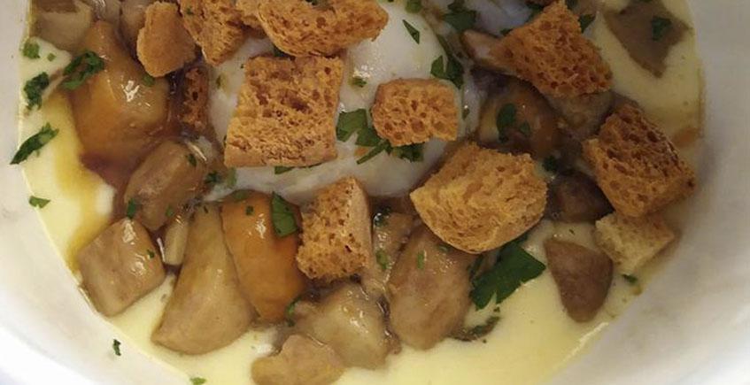 Los boletus con patatas trufadas y huevo del restaurante El Duque