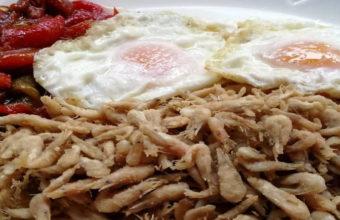 Los camarones con huevo y pimientos de la Venta Pinto