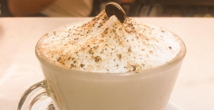 El café capuchino del café Mina