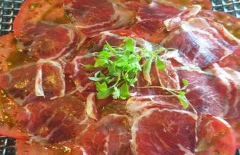 El carpaccio de tomate con jamón de Antonio Bar y Restaurante