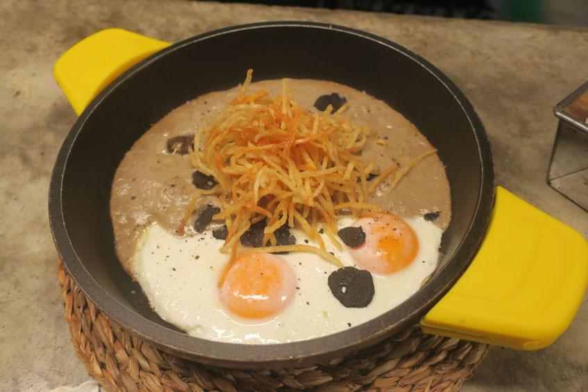 La cazuela de huevos fotografiada por Charo Barrios.