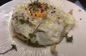 Los chanquetes con huevo frito de la tapería Fundador
