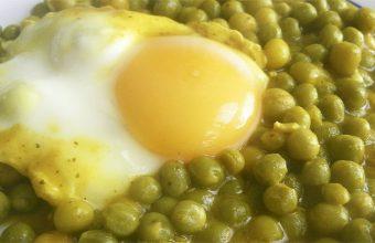 Chícharos con huevo