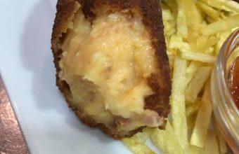 Las croquetas de huevo frito y chorizo de La Primera Levantá