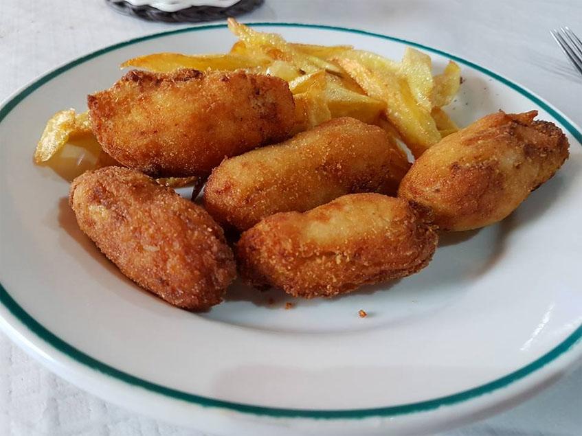 Las croquetas de pollo del restaurante Los Cazadores fotografiadas por el tapatólogo Glenn Ferguson.