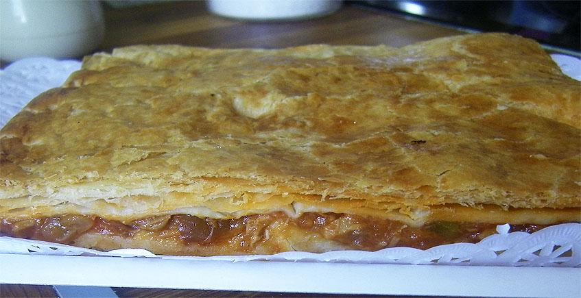 La empanada de atún y pisto de la pastelería La Piedra