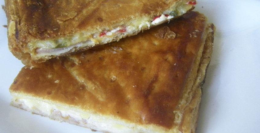 La empanada de queso y puerros de la panadería El Artesano