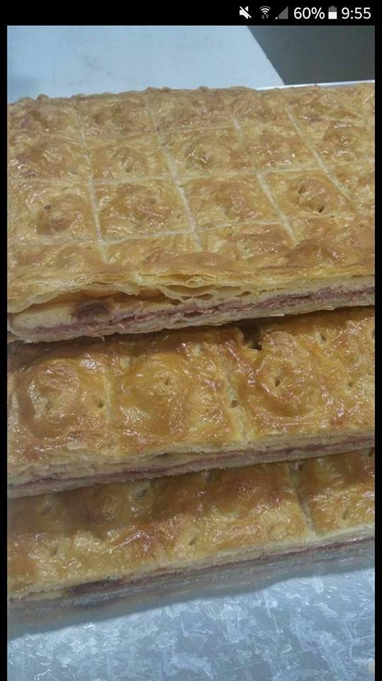 La empanada de dátiles, bacon y queso de la confitería Juan Moreno fotografiada por Fernando Naranjo.