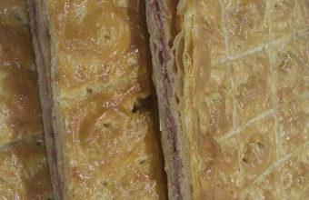 La empanada de dátiles, bacon y queso de la confitería Juan Moreno