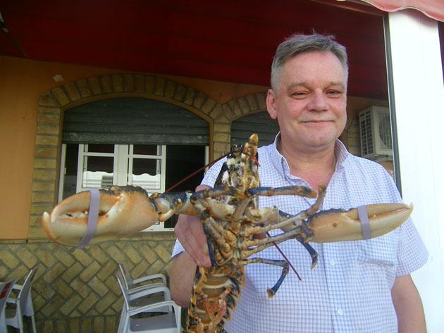 Enrique Travieso, todo un maestro en la cocción de mariscos. Foto: Cosasdecome
