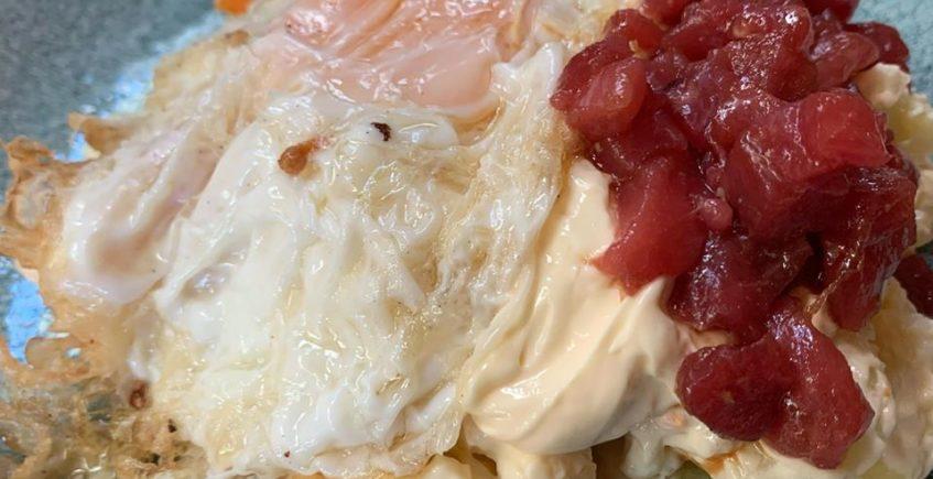 La ensaladilla con huevo frito de Arsenio Manila