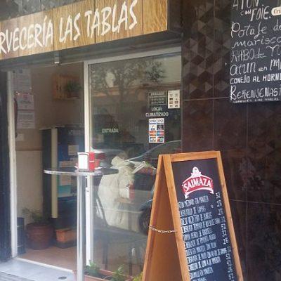 El establecimiento, con la oferta de tapas del día. Foto de Cosasdecome.