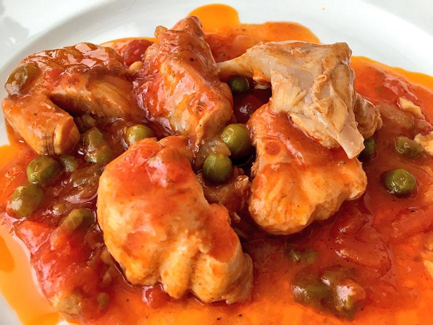 La fritada de atún con tomate y chícharos de la Venta Melchor fotografiada por Pepe Ferrer.