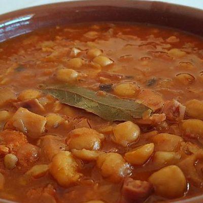 La especialidad es la cocina tradicional y de mercado.