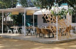 La cocinera Lole Hedrera vuelve a su pueblo natal, Trebujena, con Gloria Bendita, un establecimiento en el parque La Toya