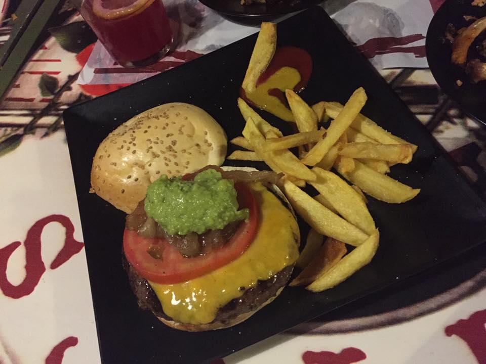 La hamburguesa Saurom fotografiada por Enrique Montiel de Arnaiz.
