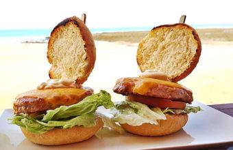 La hamburguesa de atún del chiringuito Las Tres Piedras