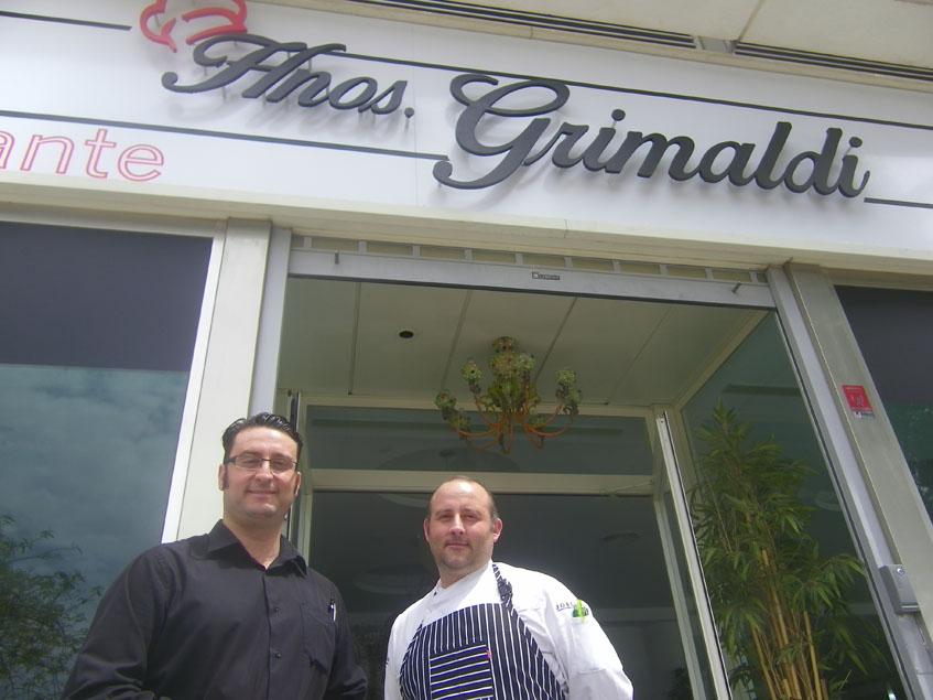 Los hermanos Grimaldi a las puertas de su establecimiento. Foto: Cosasdecome