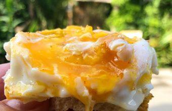El huevo frito sobre pan macho de la Venta El Toro