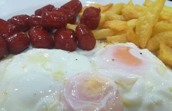Los Huevos con papas y chistorras de la Venta Manolo