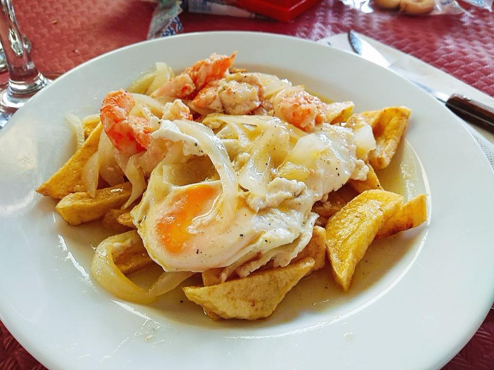 Huevos fritos a la sanluqueña