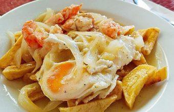 Los huevos fritos a la sanluqueña del chiringuito El Sacrificio