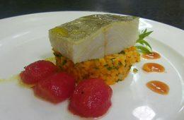 Bacalao con couscous de calabaza y tomates cerezas del restaurante El Faro de El Puerto
