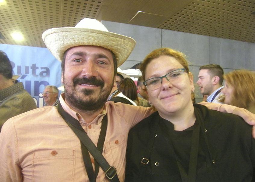 La cocinera Inma Martín junto al propietario de la taberna Paralelo 38, Pablo Núñez. Foto: Cosasdecome