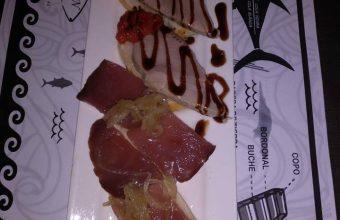 El solomillo de atún con cebolla caramelizada de la Peña del atún