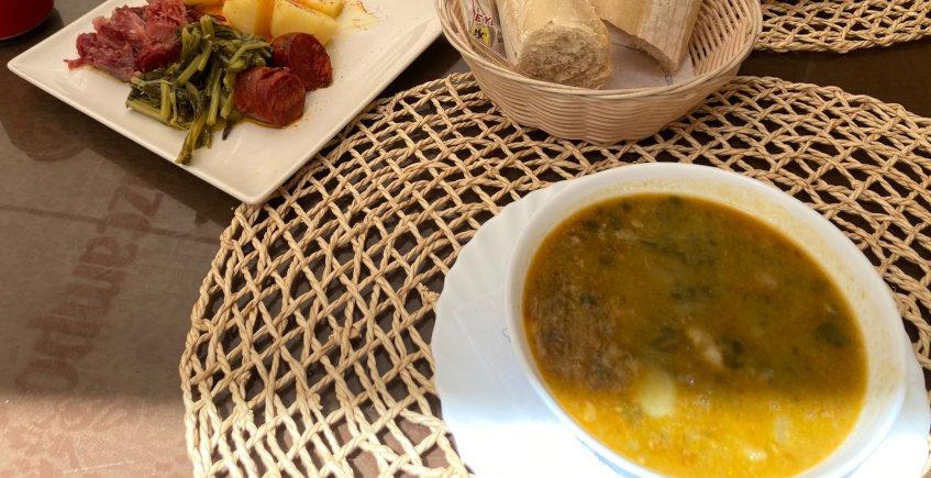 El lacón con grelos del Café Bar Las Nieves