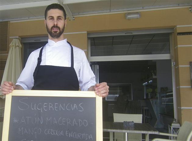 El cocinero José Luis Román, autor de este plato. Foto: Cosasdecome