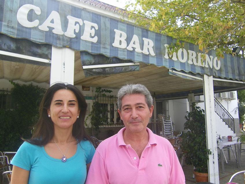 Mari Carmen Bellido, la autora del plato junto a su marido Antonio, que regenta el establecimiento. Foto: Cosasdecome