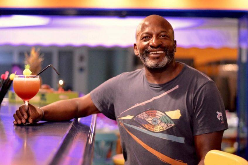 Michael Hutchinson, propietario de Miguel's Caribbean Cuisine. Foto: Cosasdecome
