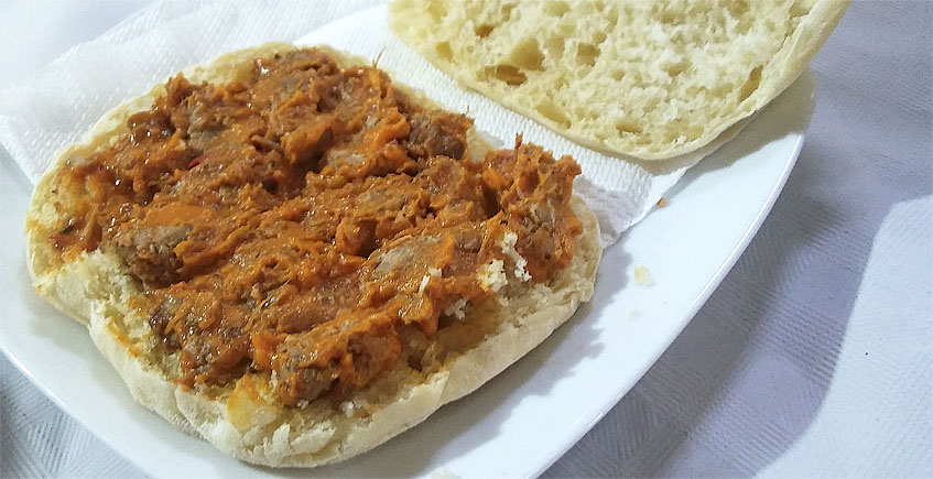 Los molletes con manteca colorá de la Venta Las Acacias (Chinela)