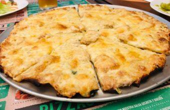 La pizza de gambas al ajillo de la pizzería El Perejil